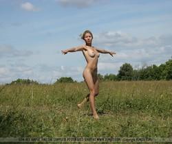 Free - Albina - Femjoy