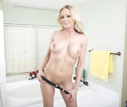 Sindy Lange - My Friend's Hot Mom