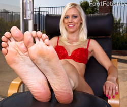 Kacey Villainess Feet Tease along with Hardcore Sex