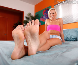 Molly Rae Gets Her Sexy Feet Worshipped and Fucked
