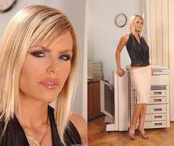Wivien - DDF Busty