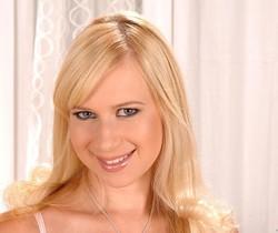 Anastasia De Vine - DDF Busty