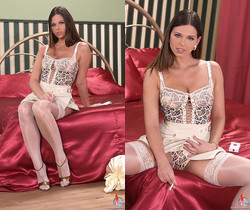 Simony - Hot Legs and Feet