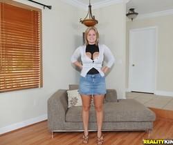 Ellie - Jiggly Jugs - Big Naturals
