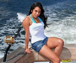 Angelina - Offshore Booty - MILF Hunter