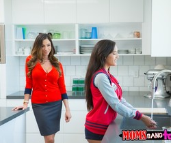 Chloe Amour, Ariella Ferrera - Tasty Treat - Moms Bang Teens