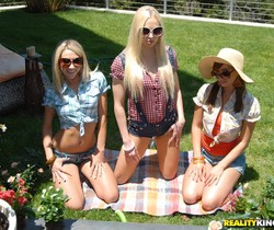 Louisa Lanewood,Lux Kassidy,Sammie Rhodes - We Live Together