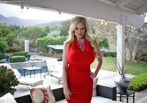 Smokin' Red Hot - Kelly Madison