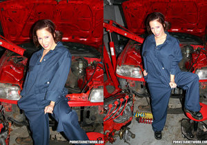 Our Favorite French Squirt Slut Kream Gets Off In A Garage