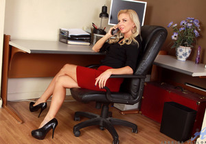 Jessica Taylor - Mature Blonde