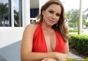 Gabriela - Hot Gabriela - MILF Hunter