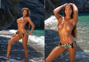 Tyrene - Emerald Beach - PhotoDromm