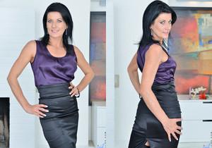 Celine Noiret - Business Sexy