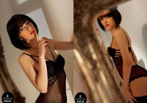 Akari Desire loves her golden mirror reflection - Spinchix