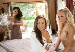 Vanessa Veracruz, Abigail Mac, Natasha Voya