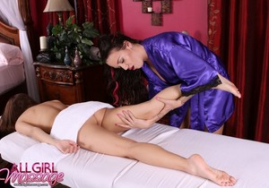 Lexi Bloom, Emily Parker - The Shy Girl