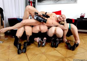 Logan, Xeniya, Liana B, Busty Daisy - Ass Madness