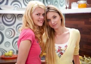 Angel Piaff, Delphine - Kitchen Accident - Girlsway