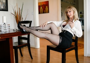 Nina Hartley - Cougars Like Them Young