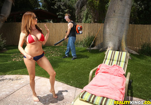 Ariella Ferrera - Backyard Banging - MILF Hunter