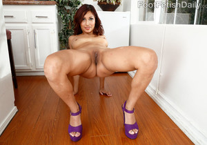 Jade Jantzen Hot and Horny and Wants Her Feet Worshipped