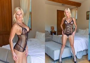 Jewel - Classy Blonde - FTV Milfs