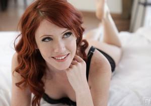 Elle Alexandra, Chloe Amour - Cumming Together