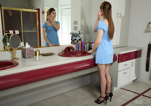 Alice March - Mirror Mirror - ALS Scan