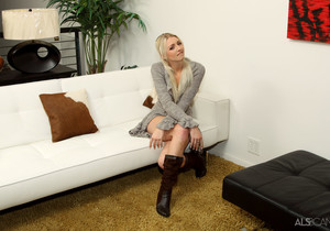Franziska Facella, Layden Sin - Waiting Room - ALS Scan