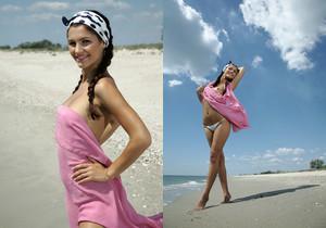 Lola B - Big Blue Sky - Erotic Beauty