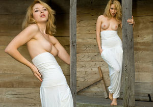 Alisa G - At The Cottage 1 - Erotic Beauty