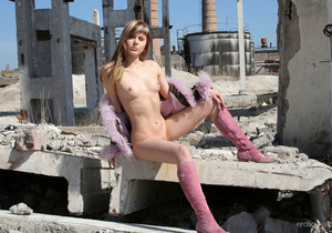 Val - The Ruins 2 - Erotic Beauty