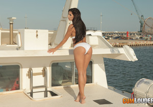 Alexa Tomas goes fishing - Cumlouder