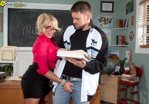 Step Right Up And Watch Gina West Fuck - 40 Something Mag
