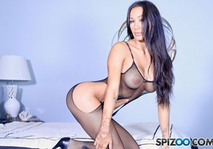 Amia Miley Space Sex - This chick is so fucking hot - Spizoo