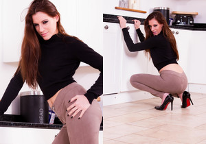 Becky Perry - Becky Kitchen - Skin Tight Glamour