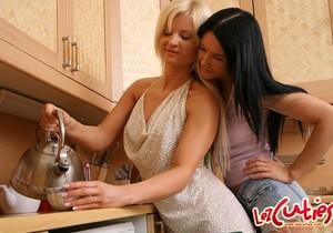 Krystal & Ariel Playing Lesbians - Lez Cuties