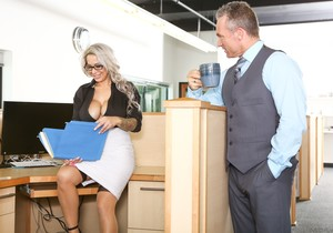 Alyssa Lynn - Big Tit Office Chicks