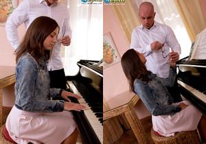 Foxy Di - Pounding On The Piano - 18eighteen