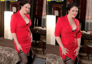 Vivian Piper Takes It Up Her Ass-pipe - 40 Something Mag