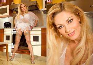 Renata - Hot To Trot - Leg Sex