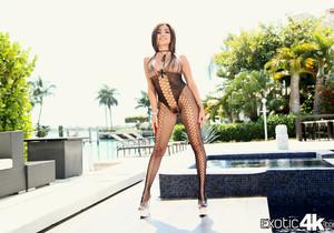 Aaliyah Hadid - Making A Splash - Exotic4k