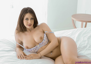 Delilah Blue - Shaving Her Pussy - Passion HD