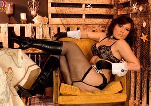 Miranda Kelly - Snared In Her Nets - Leg Sex
