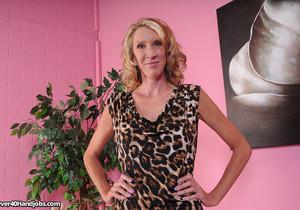 Brynn Hunter - Massage Me Mrs. Hunter - Over 40 Handjobs
