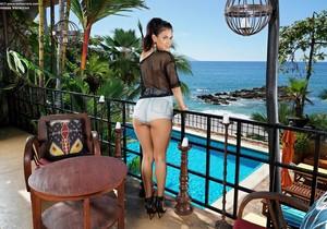 Vanessa Veracruz - InTheCrack