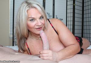 Milf Chloe loves young dicks - See Moms Suck