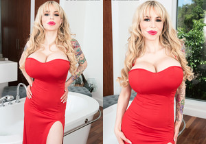 Danielle Derek - Super-stacked & Soaked - ScoreLand