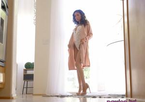 Naomi Woods - Sunrise Surprise - Passion HD
