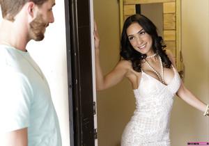 Katya Rodriguez, Tia Cyrus - Share With Mommy - S7:E8